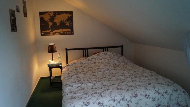 sch nes wg zimmer in luxus wg m bliertes wg zimmer frankfurt am main riederwald. Black Bedroom Furniture Sets. Home Design Ideas