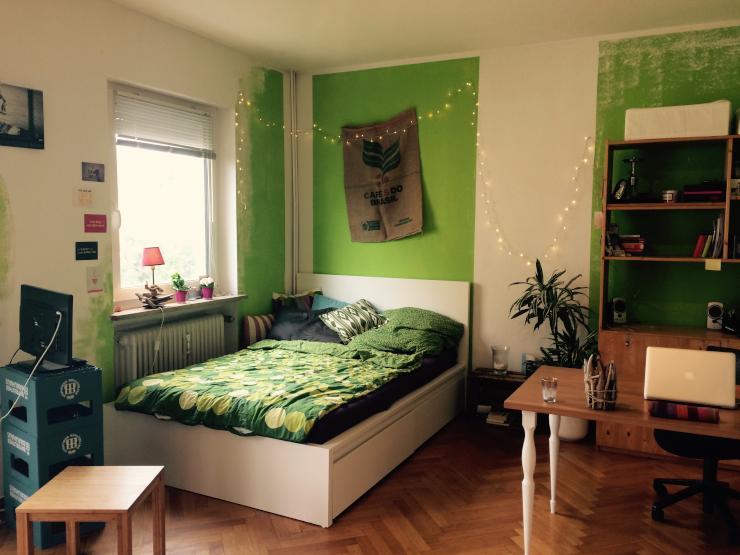helles m bliertes zimmer in geselliger 6er wg zur zwischenmiete wohngemeinschaft bayreuth. Black Bedroom Furniture Sets. Home Design Ideas