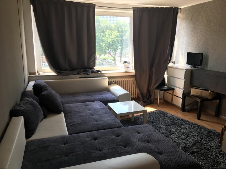 vollm bliertes gem tliches zimmer zur zwischenmiete. Black Bedroom Furniture Sets. Home Design Ideas