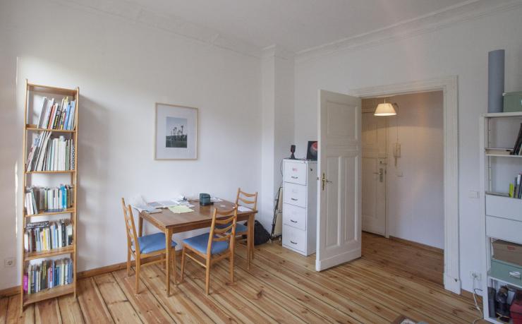 sch ne helle wohnung mit balkon zu haben 50 day wohnung in berlin neuk lln. Black Bedroom Furniture Sets. Home Design Ideas
