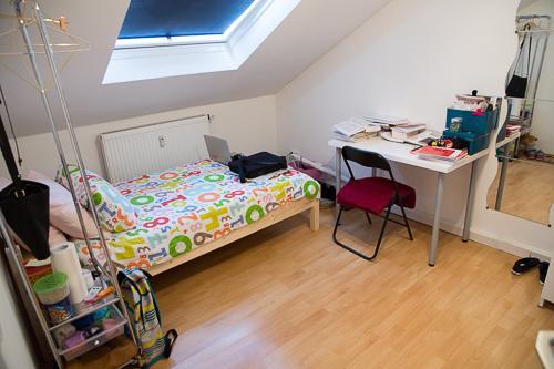 wohnen in exponierter lage 1 m bliertes zimmer in einer. Black Bedroom Furniture Sets. Home Design Ideas