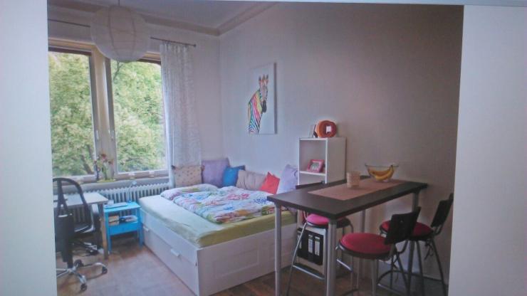 zimmer mit blick auf den schlossberg 1 zimmer wohnung in freiburg im breisgau stadt. Black Bedroom Furniture Sets. Home Design Ideas
