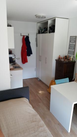 m bilierter wohnraum in einem studentenwohnheim 1 zimmer. Black Bedroom Furniture Sets. Home Design Ideas