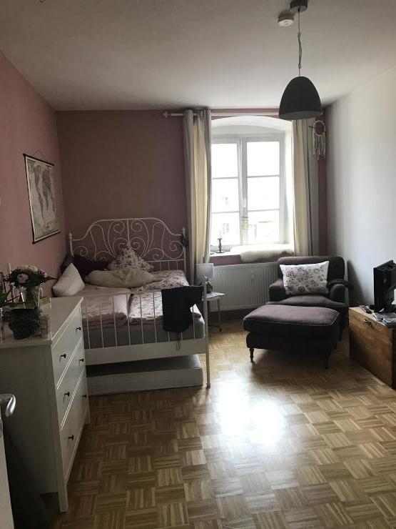 m bliertes zimmer zur zwischenmiete in perfekter altstadtlage wg zimmer in regensburg. Black Bedroom Furniture Sets. Home Design Ideas