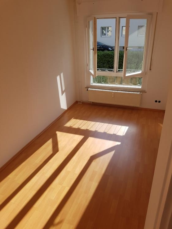 m wg in langen komplett neu renoviert zimmer 12qm wg suche frankfurt am main langen. Black Bedroom Furniture Sets. Home Design Ideas