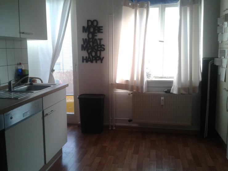 sch ne 2 zimmer wohnung mit balkon in optimaler lage nur mit wohnberechtigungsschein. Black Bedroom Furniture Sets. Home Design Ideas
