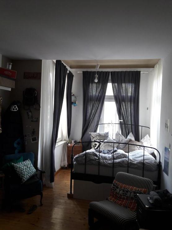 m bliertes helles zimmer in sch ner altbau wg am s lzg rtel zur zwischenmiete m blierte wg. Black Bedroom Furniture Sets. Home Design Ideas