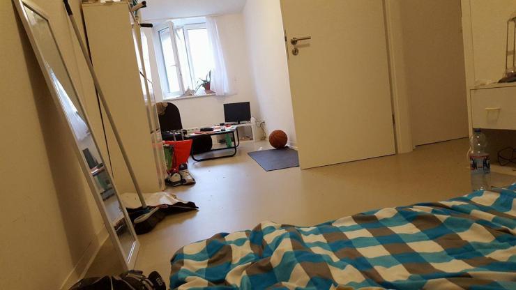 ein zimmer in 4 er wg in stuttgart mitte am kernerplatz wohngemeinschaft in stuttgart mitte. Black Bedroom Furniture Sets. Home Design Ideas