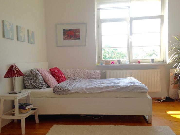 sch ne helle 2 zimmer wohnung wohnung in halle saale. Black Bedroom Furniture Sets. Home Design Ideas