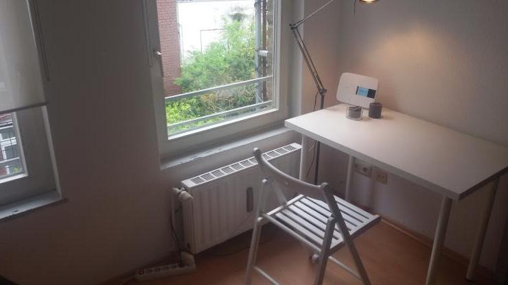 helle wohnung nahe bushof mit blick auf hinterhof 1 zimmer wohnung in aachen aachen. Black Bedroom Furniture Sets. Home Design Ideas