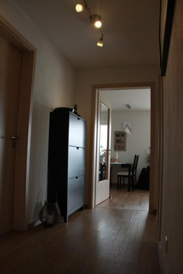 m biliertes zimmer in sch ner 3 zimmer wohnung zur zwischenmiete frei wohngemeinschaft in dachau. Black Bedroom Furniture Sets. Home Design Ideas