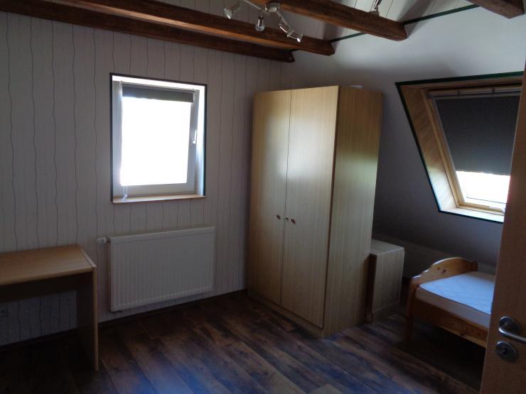 m biliertes nettes 13 qm zimmer frisch renoviert in einer 2 wg dach des hauses frisch isoliert. Black Bedroom Furniture Sets. Home Design Ideas
