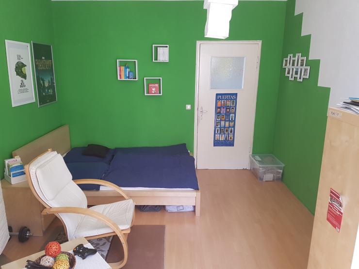 16qm zimmer in bahnhofsnaher 2er wg auch geeignet f r p rchen abfs wohngemeinschaften weimar. Black Bedroom Furniture Sets. Home Design Ideas