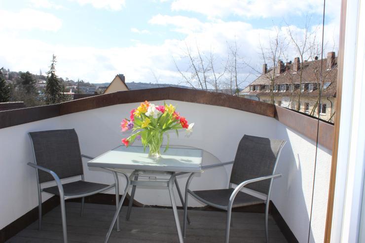 modernes gro z giges und komplett eingerichtetes dachstudio in w rzburg sanderau wohnung in. Black Bedroom Furniture Sets. Home Design Ideas