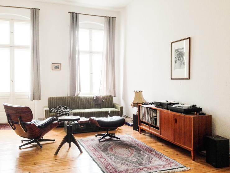 sch ne 2 zimmer altbauwohnung in sch neberg zur zwischenmiete wohnung in berlin sch neberg. Black Bedroom Furniture Sets. Home Design Ideas