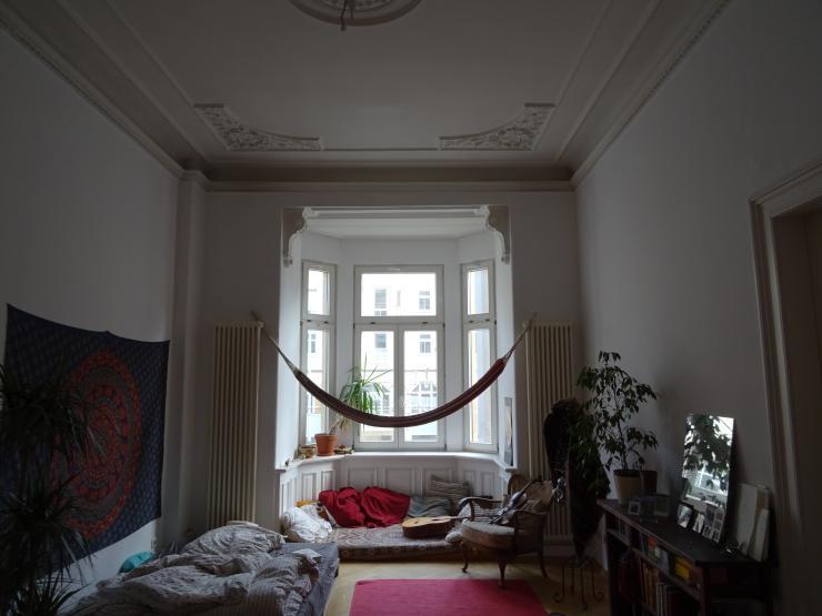 zur zwischenmiete m biliertes 24 quadratmeter zimmer in stuckiger altbauwohnung in der u eren. Black Bedroom Furniture Sets. Home Design Ideas