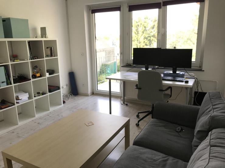 helle 2 zimmer wohnung mit balkon voll ausgestattete mit kuche m bel und elektroger te. Black Bedroom Furniture Sets. Home Design Ideas