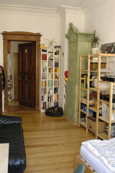 montag schon was vor wir haben noch 2 zimmer mit dielenboden stuck gro er wohnk che super. Black Bedroom Furniture Sets. Home Design Ideas