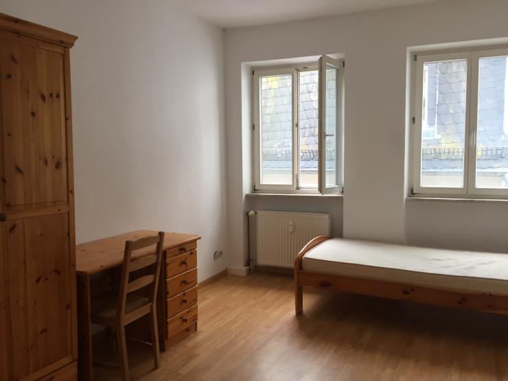 an studenten m bliertes zimmer in top lage ab zu vermieten wohngemeinschaft in. Black Bedroom Furniture Sets. Home Design Ideas