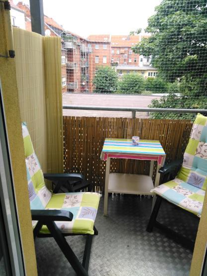 lichtdurchflutetes 15qm zimmer mit balkon in netter 2er m dels wg wg zimmer erfurt ilversgehofen. Black Bedroom Furniture Sets. Home Design Ideas