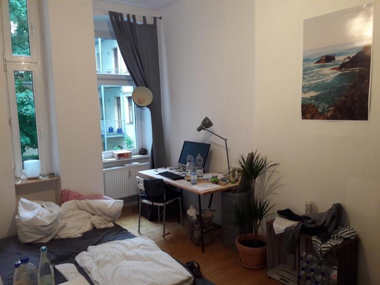 2 zimmer frei in 4er wg 14qm keine zwsichenmiete wg suche berlin friedrichshain. Black Bedroom Furniture Sets. Home Design Ideas