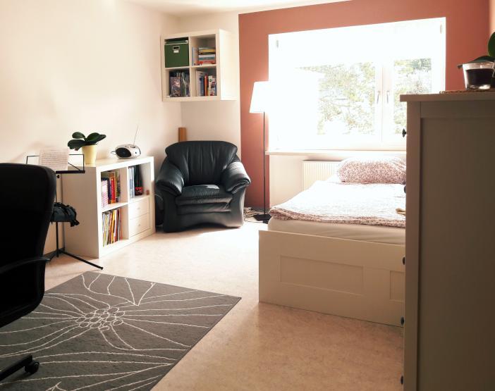 suche nachmieter in f r mein helles m bliertes zimmer im stadtwesten wohngemeinschaft in. Black Bedroom Furniture Sets. Home Design Ideas