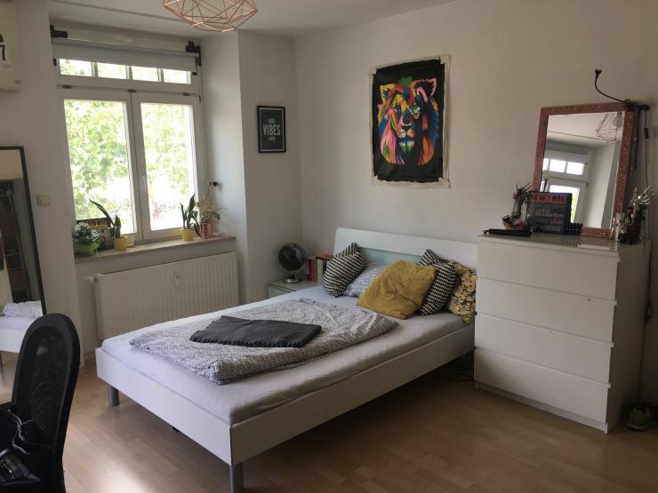 m bliertes 20m zimmer in zentraler lage zur zwischenmiete wohngemeinschaften in regensburg. Black Bedroom Furniture Sets. Home Design Ideas