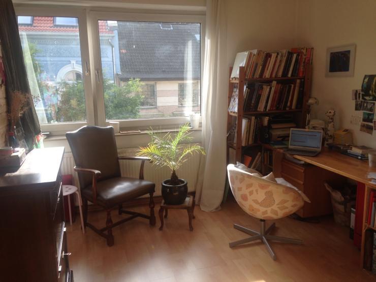m bliertes zimmer 18 qm zentral zwischenmiete wg zimmer in d sseldorf bilk. Black Bedroom Furniture Sets. Home Design Ideas