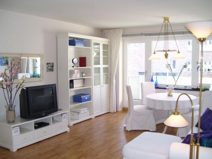 m blierte sonnige 3 zimmer komfortwohnung in hamburg loksted furnished 2 bedroom comfort. Black Bedroom Furniture Sets. Home Design Ideas
