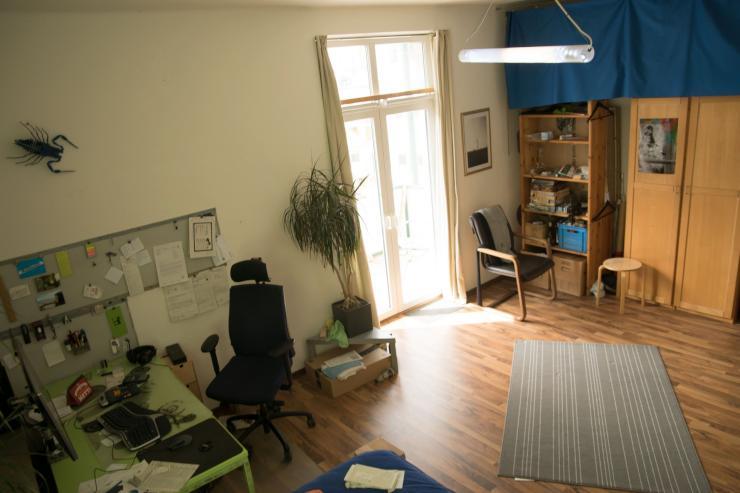zentrales zimmer mit balkon in ruhiger lage wg bielefeld stadtbezirk mitte. Black Bedroom Furniture Sets. Home Design Ideas