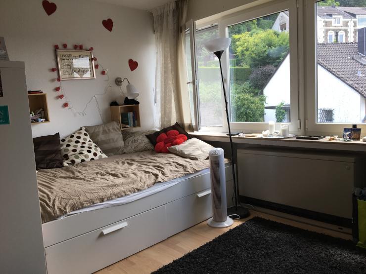 helles zimmer in essen werden fu l ufig zur folkwang s. Black Bedroom Furniture Sets. Home Design Ideas