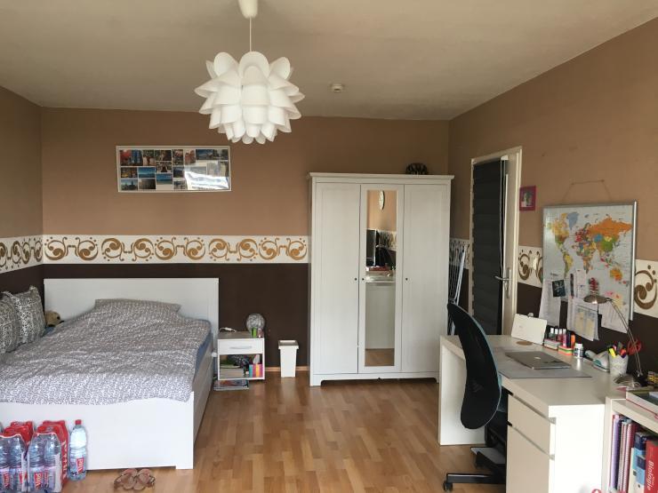 helles gro es zimmer mit balkon wg frankfurt am main frankfurter berg. Black Bedroom Furniture Sets. Home Design Ideas