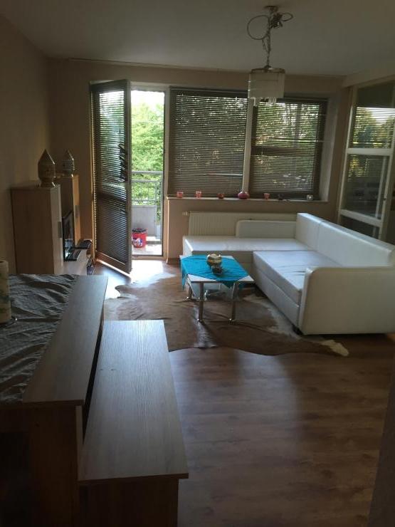 sch ne 2 zimmer wohnung wohnung in k ln br ck. Black Bedroom Furniture Sets. Home Design Ideas