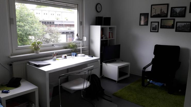 gem tliches m bliertes zimmer 18 m in unin he zur zwischenmiete wg zimmer in bielefeld. Black Bedroom Furniture Sets. Home Design Ideas