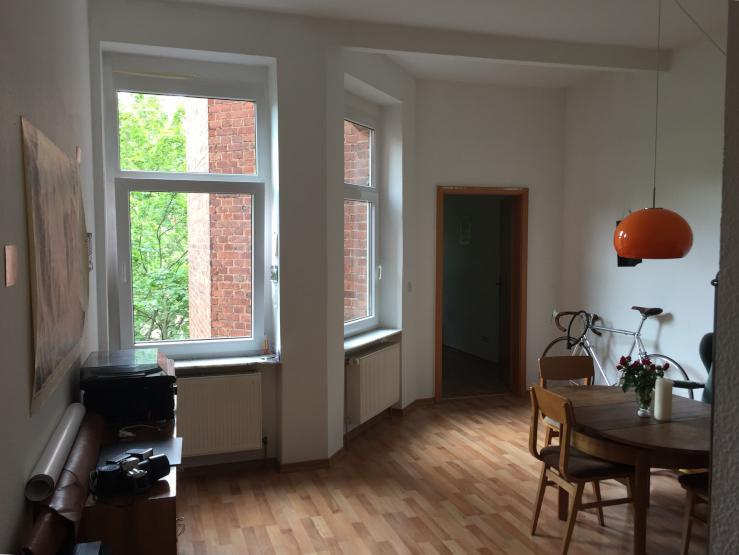 sch ne 2 zimmer wohnung in hauptbahnhof n he wohnung in erfurt kr mpfervorstadt. Black Bedroom Furniture Sets. Home Design Ideas