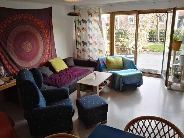 2 zimmer in einem gro en gem tlichen wg haus mit garten zu vermieten wohngemeinschaften in. Black Bedroom Furniture Sets. Home Design Ideas