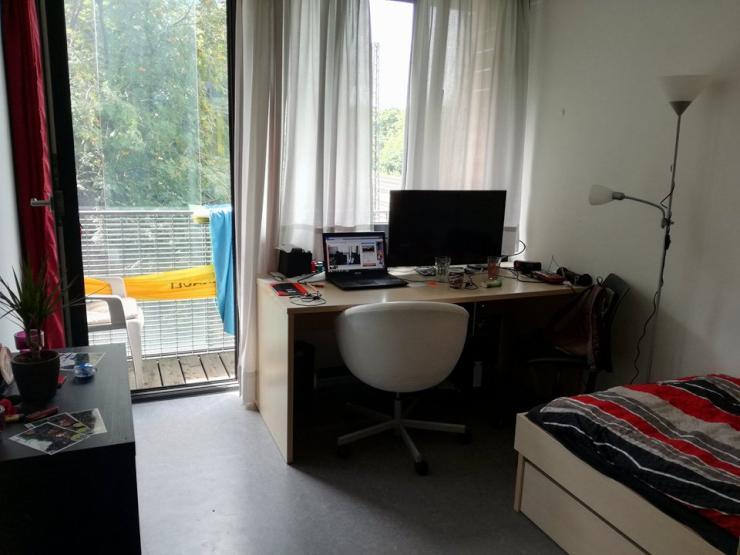 zwischenmiete studentenwohnheim m biliertes zimmer mit balkon in zentraler lage 1 zimmer. Black Bedroom Furniture Sets. Home Design Ideas