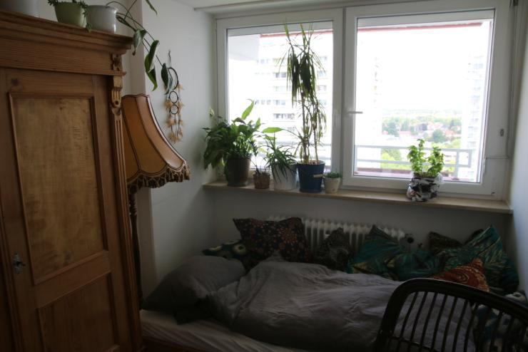 gem tliches zimmer in guter lage mit zwei balkonen wg zimmer in regensburg kumpfm hl ziegetsdorf. Black Bedroom Furniture Sets. Home Design Ideas