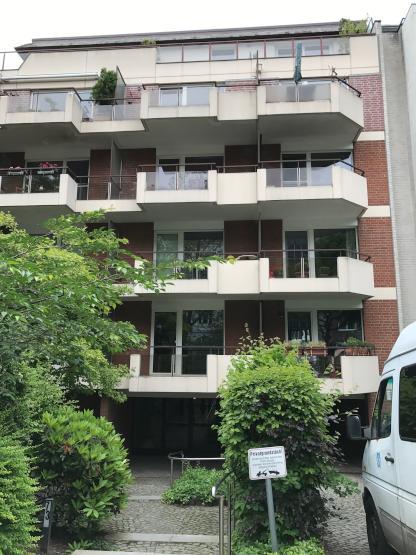 sonnige 1 zimmerwhg mit s d west balkon gartenmitbenutzung und tiefgaragenstellplatz 1. Black Bedroom Furniture Sets. Home Design Ideas