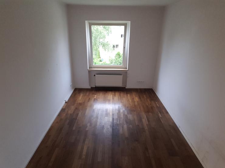 sch ne 2 zimmer wohnung in k ln poll wohnung in k ln poll. Black Bedroom Furniture Sets. Home Design Ideas