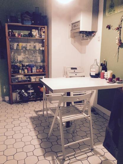 m bliertes 22qm zimmer in sehr zentral gelegener 5er wg 1 zimmer wohnung in frankfurt am main. Black Bedroom Furniture Sets. Home Design Ideas