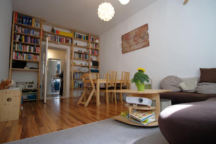 sch ne 2 zimmer wohnung in der mitte berlins voll. Black Bedroom Furniture Sets. Home Design Ideas