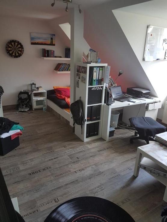 zentrale 1 zimmer dachgeschoss wohnung 35 qm 1 zimmer wohnung in dresden friedrichstadt. Black Bedroom Furniture Sets. Home Design Ideas