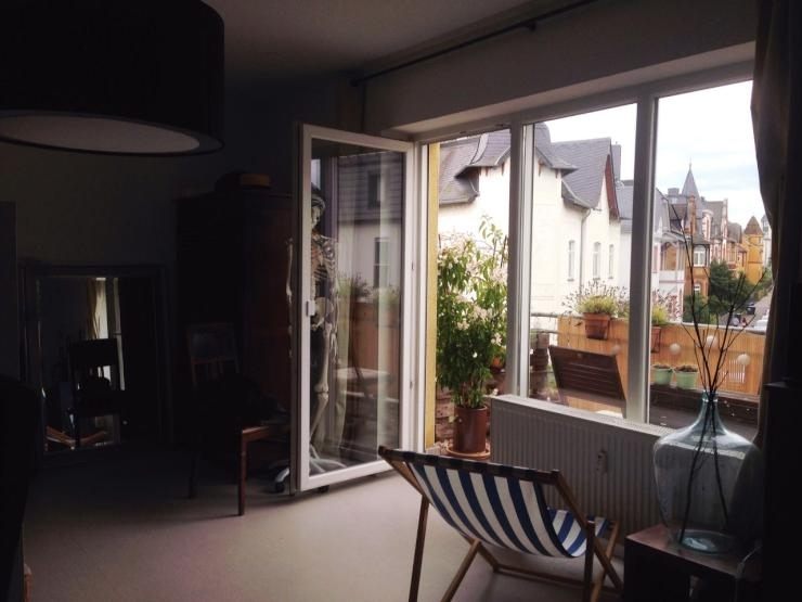wundersch nes zimmer mit balkon 2 raum wohnung im. Black Bedroom Furniture Sets. Home Design Ideas
