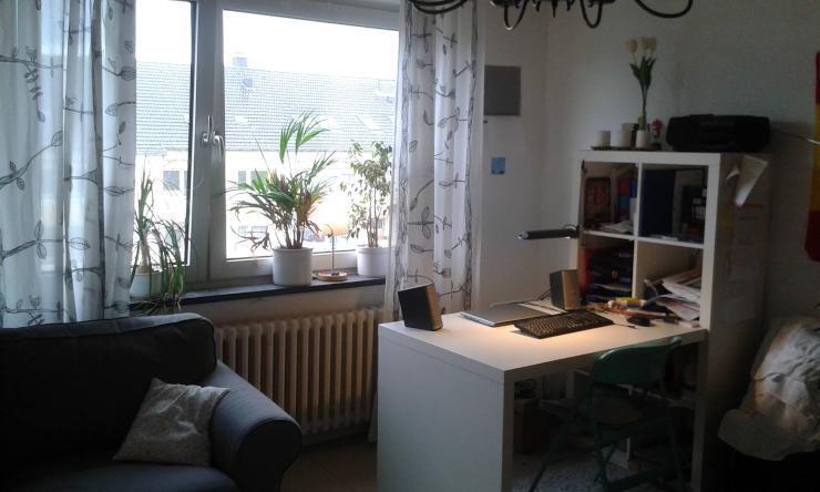 gro z giges und helles zimmer in gem tlicher studenten wg im hafenviertel wohngemeinschaften. Black Bedroom Furniture Sets. Home Design Ideas