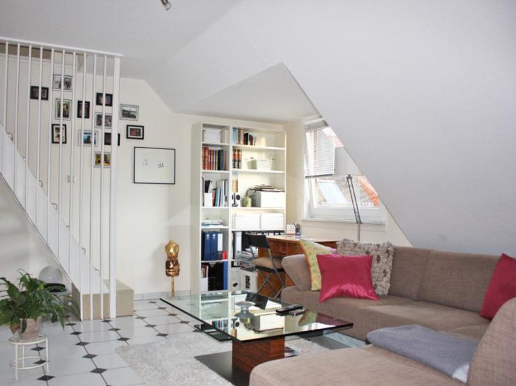gem tliche helle dachwohnung ber 2 etagen wohnung in bremen fesenfeld. Black Bedroom Furniture Sets. Home Design Ideas