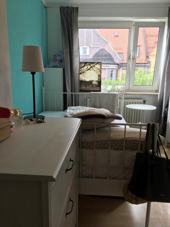 kleines zimmer in bester lage wg zimmer augsburg m bliert augsburg innenstadt. Black Bedroom Furniture Sets. Home Design Ideas