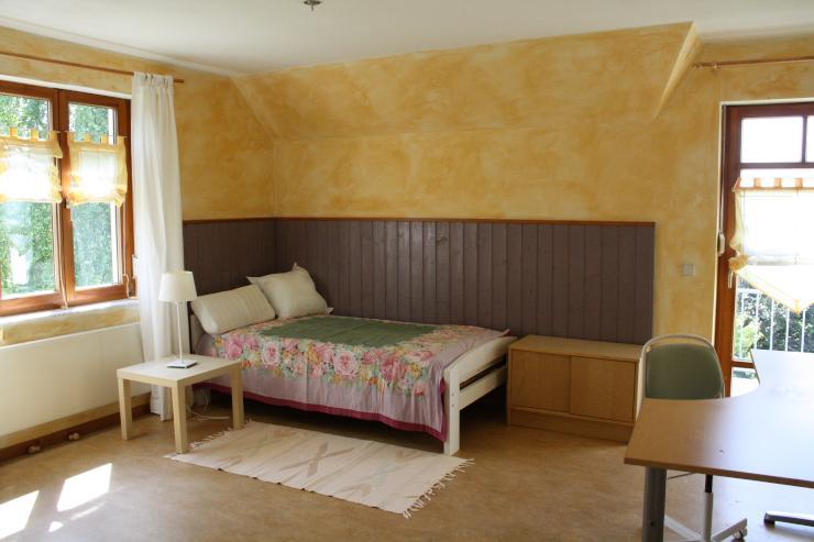 sonniges gro es zimmer am stadtrand wg zimmer in hannover ahlem. Black Bedroom Furniture Sets. Home Design Ideas