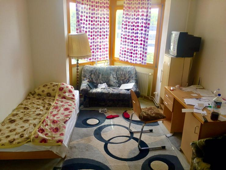 eine sch ne zimmer mit m bel 1 zimmer wohnung in duisburg ka lerfeld. Black Bedroom Furniture Sets. Home Design Ideas