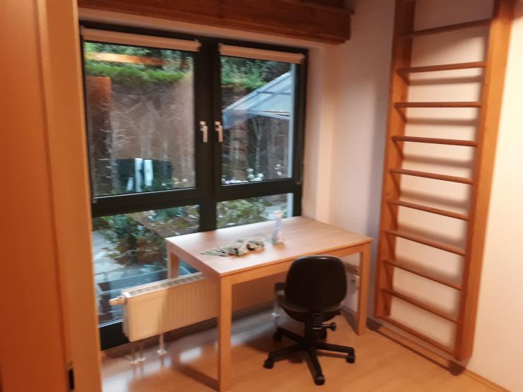 10 qm zimmer 3 5 qm galerie 20 s bahn minuten von m nchen hbf m bliertes zimmer. Black Bedroom Furniture Sets. Home Design Ideas